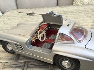 Burago-1/18 Scale-Mercedes 300SL (1954) Gullwing Die Cast Model-used-unboxed