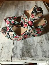 Kimchi blue urban outfitters floral wedge platform shoes size 9