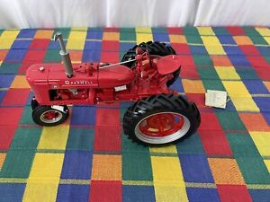 Vintage 1997 Case Farmall Red Tractor Model H 1:12 Scale Die-Cast Model Figure