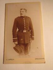 Dresden - stehender Soldat in Uniform - Posthorn über Nr. 3 ? auf Schulter / CDV