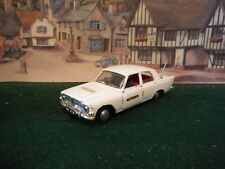 Triang Spot On 309 Ford Zephyr Z car (01)