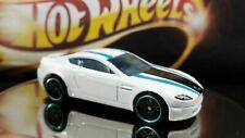 Hot Wheels Aston Martin V8 Vantage 2015 White BLack Stripes
