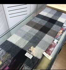 Burberry cashmere scarf with gift box
