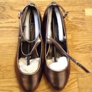 NEWLOOK - Wide Fit Gold Metalic Shoes size 4