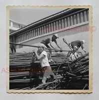 MAN CONSTRUCTION WORKER STREET SCENE B&W  Vintage Hong Kong Photo 27210 香港旧照片