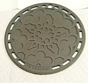 """""""Flint"""" Gray LE CREUSET 8"""" Round French Trivet Silicone  New no tags"""