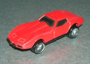 1/87 HO Scale 1975 Chevy C3 Corvette Coupe Plastic Car - Hot Wheels Micro Red