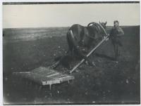 Russie, Femme Russe travaillant la terre  Vintage silver print. Tirage postérieu