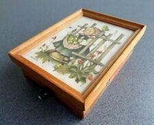 Schöne ältere Spieluhr Hummel Bild unter Glas, Spieldose Reuge Spielwerk Swiss