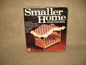 Tomy Smaller Homes Dollhouse Canopy Bed & Teddy Bear Home Garden Doll House
