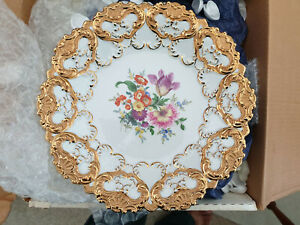 Meissen Plate in Porcelain and highly Golden gilded. MINT and very rare