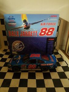 Dale Jarrett # 88, Armed Forces, Air Force, Nascar 1:18 Action Diecast