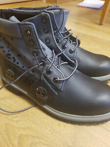 Timberland Boots Size 7M Black and Grey