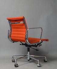 Charles & Ray Eames  Büro und Konferenz Stuhl  EA 117 von   Vitra