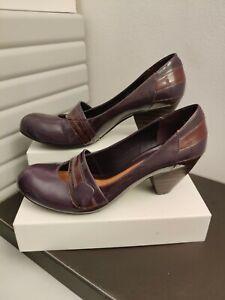 Clarks Mary Jane Purple Patent Shoes  Cuban Heel  Sz 7.5