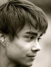 Alexander Rybak UNSIGNED photo - L7004 - SEXY!!!!!