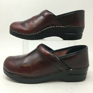 Dansko Slip On Clogs Womens 39 Burgundy Leather Casual Comfort Shoes Round Toe