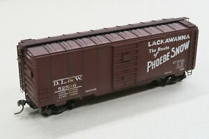 HO Lackawanna Boxcar - Super detailed, painted, decaled & weathered