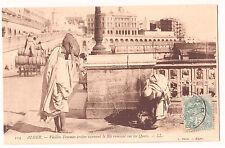 CPA ALGERIE - ALGER - VIEILLES FEMMES VANNANT LE BLE RAMASSE SUR LE QUAI - 1906