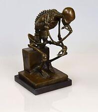 """Skelett Denker Bronze Figur Marmorsockel """"The Skeleton Thinker Statue"""" H: 25 cm"""