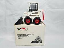 Bobcat Clark M700 Skid Loader 1973 - Gescha #401.1 - Diecast 1:24 Scale Model