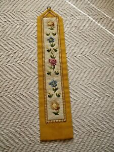 A PRETTY VINTAGE SHABBY CHIC NEEDLEPOINT WALL HANGING