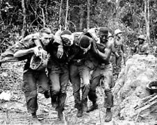 Wounded U.S. Soldiers helping each other 8x10 Vietnam War Photo 313