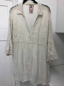 Johnny Was cream blouse / jacket - beautiful embroidery - Size XL