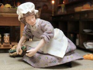 Dolls House 1/12 Artisan Porcelain Lady Maid Servant Doll Poseable  F692