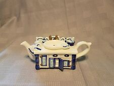 Kitchen sink teapot