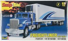 Revell 11981 - 1/32 Freightliner with Trailer - Snaptite - New