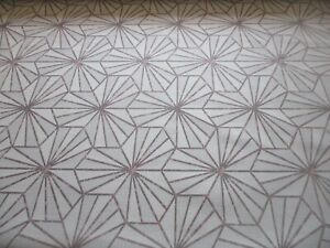 ROLL END 7.8 METRES OF SUPERB QUALITY UPHOLSTERY FABRIC, A GEOMETRIC LEAF DESIGN