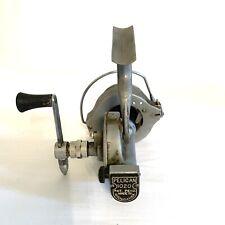 Vintage Pflueger Pelican Fishing Spinning Reel Model 1020 rare