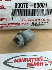 GENUINE TOYOTA SIDE MARKER OR CLEARANCE LAMP BULB SOCKET CONNECTOR 90075-60001