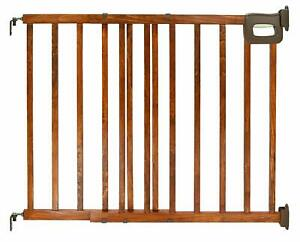 Summer Infant Stylish and Secure Deluxe Wood Stairway Gate 30-48 Inch Wide