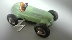 Schuco Studio 1050 Mercedes Benz Silberpfeil m. Uhrwerk , grün