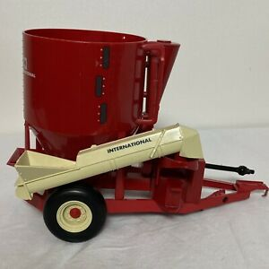 "Ertl IH International Harvester Mixer Mill Grinder 7""x11"" Plastic Red & Beige"