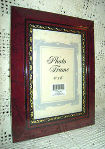 "Oxford 4""x 6"" Burgundy Marble Photo Frame w/Gold Chain Inlay"