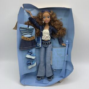 Mattel 2002 My Scene Madison Doll On Card With Accessories And Outfits B2231
