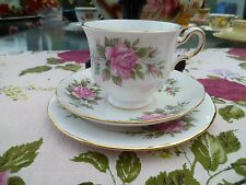 Pretty Vintage Queen Anne inglese Cina tè TRIO TAZZA PIATTINO ROSE ROSA 8540