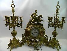 Großes prunkvolles Figurenuhr-Garnitur mit zwei Beistellern,Historismus-Stil # B