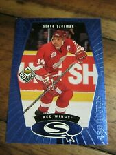1998 99 UD Choice StarQuest Blue #SQ 18 Steve Yzerman - Detroit Red Wings    ZH0