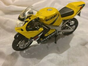 Ray Suzuki GSX-R600 Motorcycle Model Toy Yellow