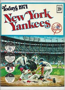 1971 TODAYS NEW YORK YANKEES DELL TEAM STAMPS ALBUM BOOK