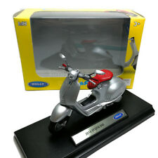 Welly 1:18 Die-cast 2014 Vespa 946 Scooter Motorcycle Silver Model with Box Coll