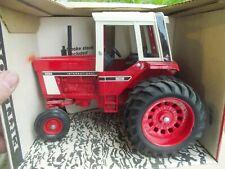 International 1586 Tractor w// cab IH 1/16 scale Vintage Ertl Co NIB in 463 Box