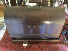 Vintage singer sewing machine With Wood Case
