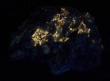 FLUORESCENT BRIGHT POWELLITE WITH SECONDARY CARBONATE