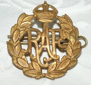 FINE RAF ROYAL AIR FORCE CAP BADGE - BRITISH MILITARY - BRASS - WW2 ERA