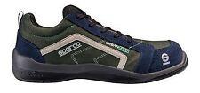 Bottes et chaussures sport bleus pour automobile